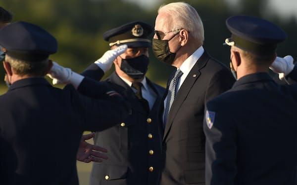 バイデン米大統領は13日にNATO本部のあるブリュッセルに到着した=AP