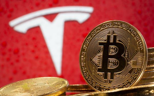 テスラのイーロン・マスクCEOは環境負荷への懸念からビットコインを使った取引の受け入れを一時停止している=ロイター