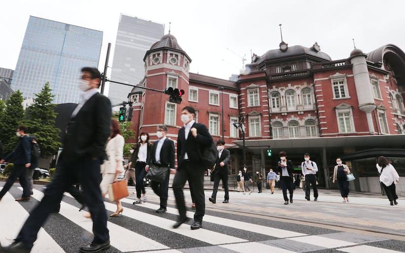 コロナ禍の影響を分析するうえで人の移動データが注目されている(5月6日、東京・丸の内)