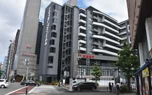 京都銀行河原町支店のビルの3~10階は藤田観光が運営するホテルとなる(14日、京都市下京区)