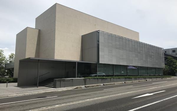 犀川の近くに位置する金沢建築館(金沢市)