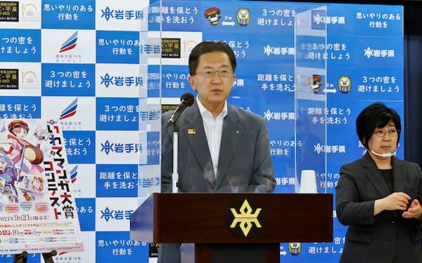 岩手県の6月補正予算案について説明する達増拓也知事(14日、岩手県庁)