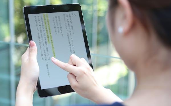 DNPは人工知能(AI)を活用して読み方が自然な音声を自動生成するシステムを開発した