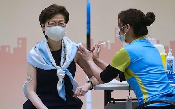 香港のワクチン接種率は低迷している(林鄭月娥・行政長官)=AP
