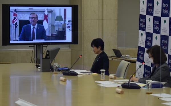 小池都知事は英国金融街シティー・オブ・ロンドンのトップとオンラインで会談した(15日、東京都庁)