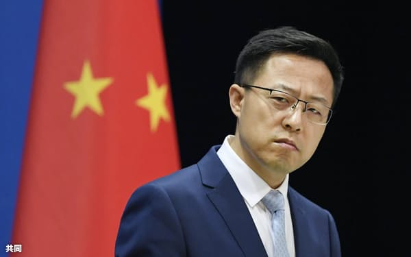 記者会見する中国外務省の趙立堅副報道局長(5月19日、北京市)=共同