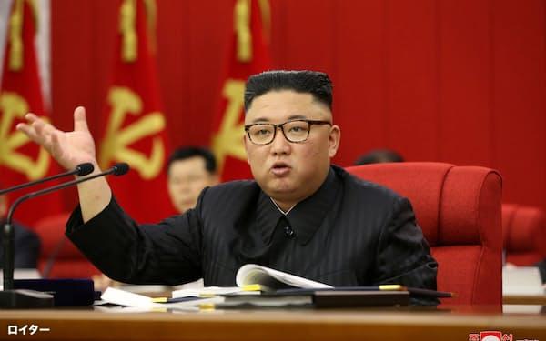 15日の党中央委員会総会に出席した金正恩氏=朝鮮中央通信・ロイター