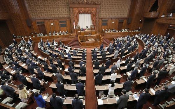 土地利用規制法が可決、成立した参院本会議=16日未明