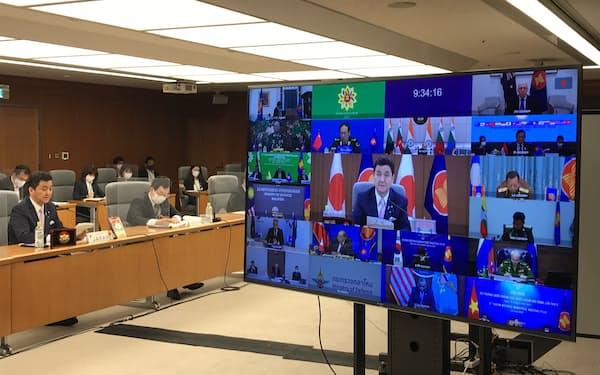 拡大ASEAN国防相会議で発言する岸防衛相(16日、防衛省)