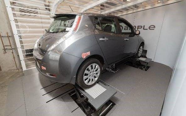 協業するアンプルが開発した蓄電池交換ステーション