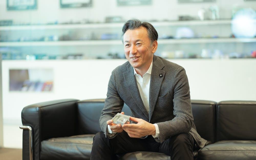 吉田氏はNTTや日本オラクルでの実績をひっさげてメヴィー開発を主導