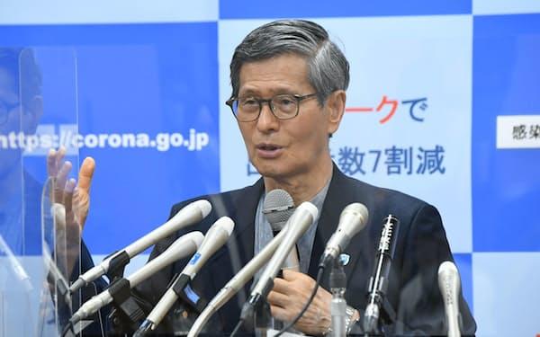 新型コロナウイルス感染症対策分科会後、記者会見する尾身茂会長(16日、東京・永田町)