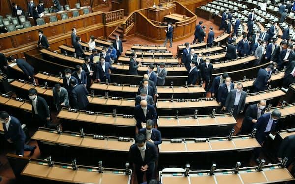 通常国会の閉幕を受けて与野党が選挙準備を加速させる(16日)