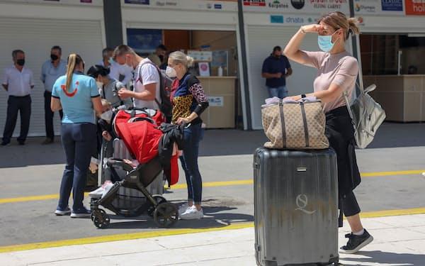 景気回復へ南欧諸国の観光への期待は高い(5月、ギリシャ)=ロイター