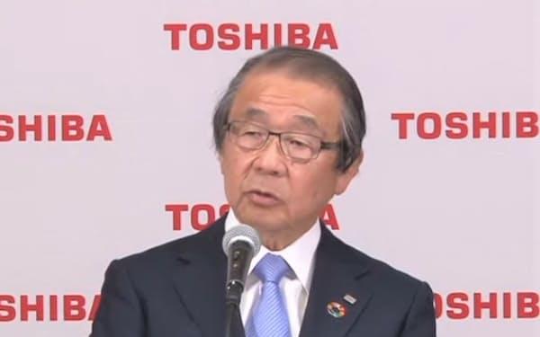 オンラインで記者会見する東芝の永山治・取締役会議長(14日)