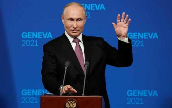 16日、ジュネーブで米ロ首脳会談後に記者会見したプーチン大統領=ロイター