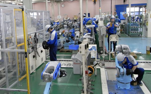安川電機は中期経営計画の最終年度を1年後ろ倒しした(北九州市内の工場)