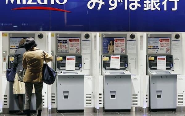 システム障害で利用停止となったみずほ銀行のATM(3月1日、東京都千代田区)=共同