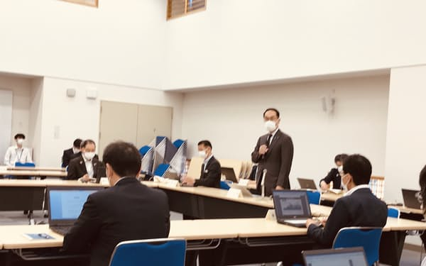 新型コロナウイルス対策本部会議であいさつする埼玉県の大野元裕知事(17日、埼玉県庁)
