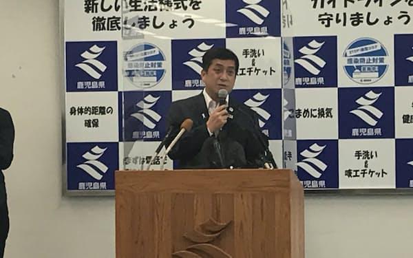 会見する塩田知事