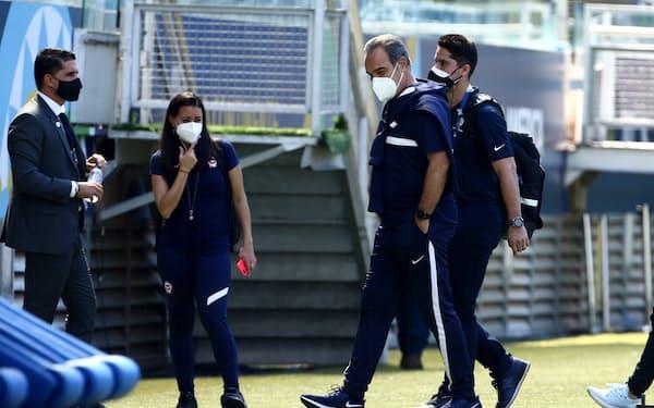 コパ・アメリカでは次々と感染者が発覚している(17日、ブラジル中部クイアバ)=ロイター