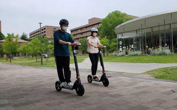 広島大は学内の車移動を減らすため電動キックボードを導入した(6月)