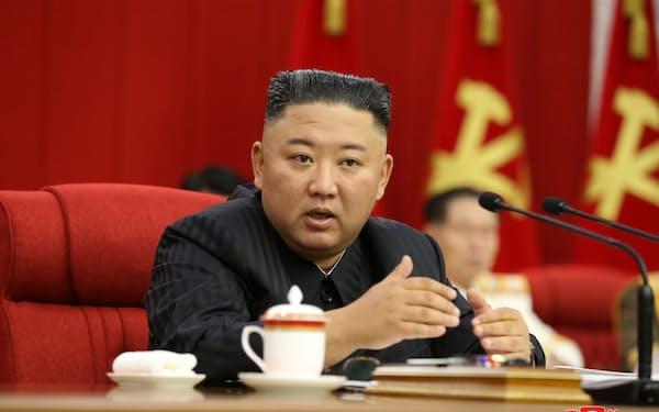 17日、3日目の党中央委員会総会に出席する金正恩氏=朝鮮中央通信・ロイター