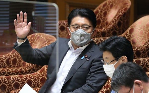 衆院内閣委で答弁に立つ平井デジタル改革相(2日)
