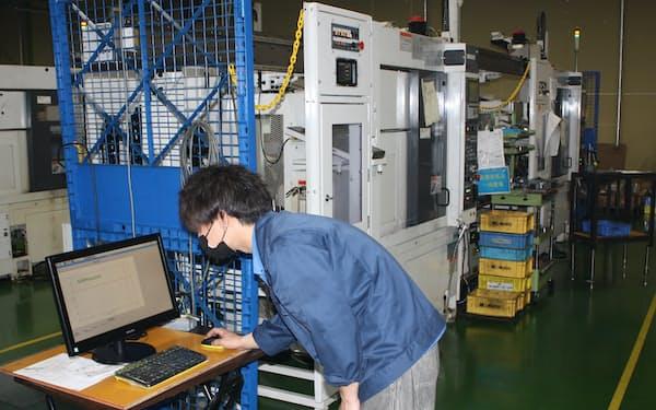 熟練工でなくても工具の交換タイミングを簡単に把握できる(長野県塩尻市の赤羽工機)