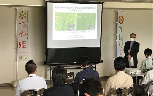 営農指導員らが衛星画像を使った稲の生育診断方法を学ぶ(5月のスマートつや姫広域実証研究会、山形県酒田市)