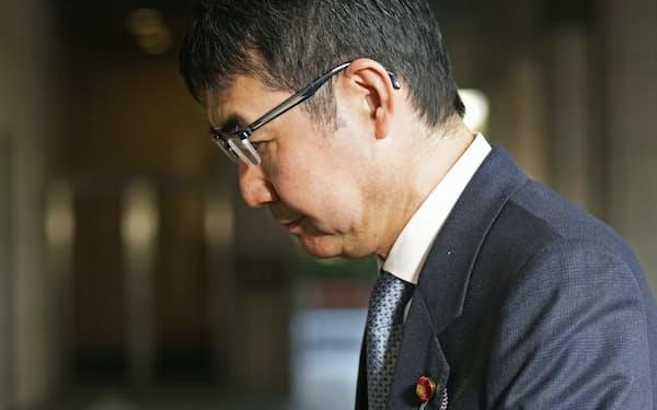 東京地裁に入る河井克行被告(3月)=代表撮影