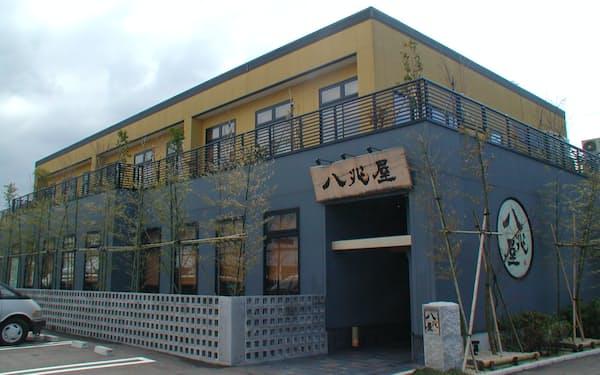 居酒屋店の2階にカフェを開店した