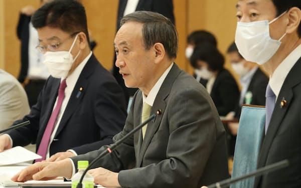 経済財政諮問会議と成長戦略会議の合同会議であいさつする菅首相(18日、首相官邸)