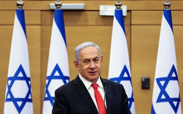 イスラエルのネタニヤフ前首相は、通算15年にわたって政権を率いた(14日、エルサレム)=ロイター