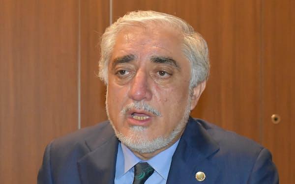 取材に応じるアフガン国家和解高等評議会のアブドラ議長(18日、アンタルヤ)