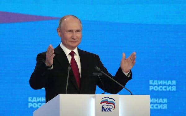 19日、モスクワで開かれた統一ロシアの総会で演説したプーチン大統領=ロイター