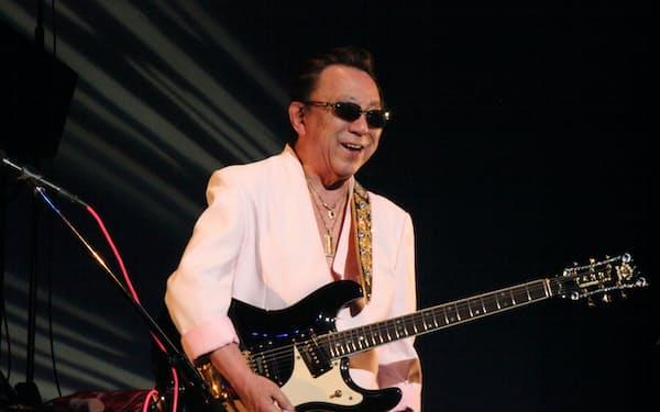 ステージに立つ寺内さん(2015年4月)