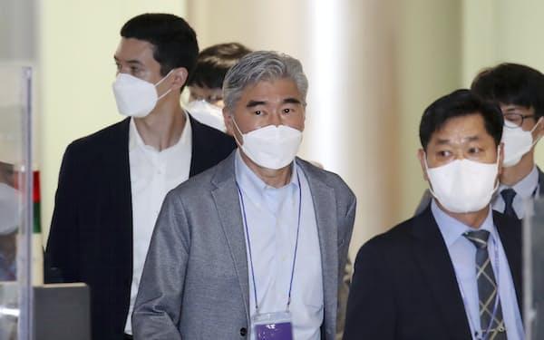 19日、韓国の仁川国際空港に到着した米国のソン・キム北朝鮮担当特使=聯合・AP
