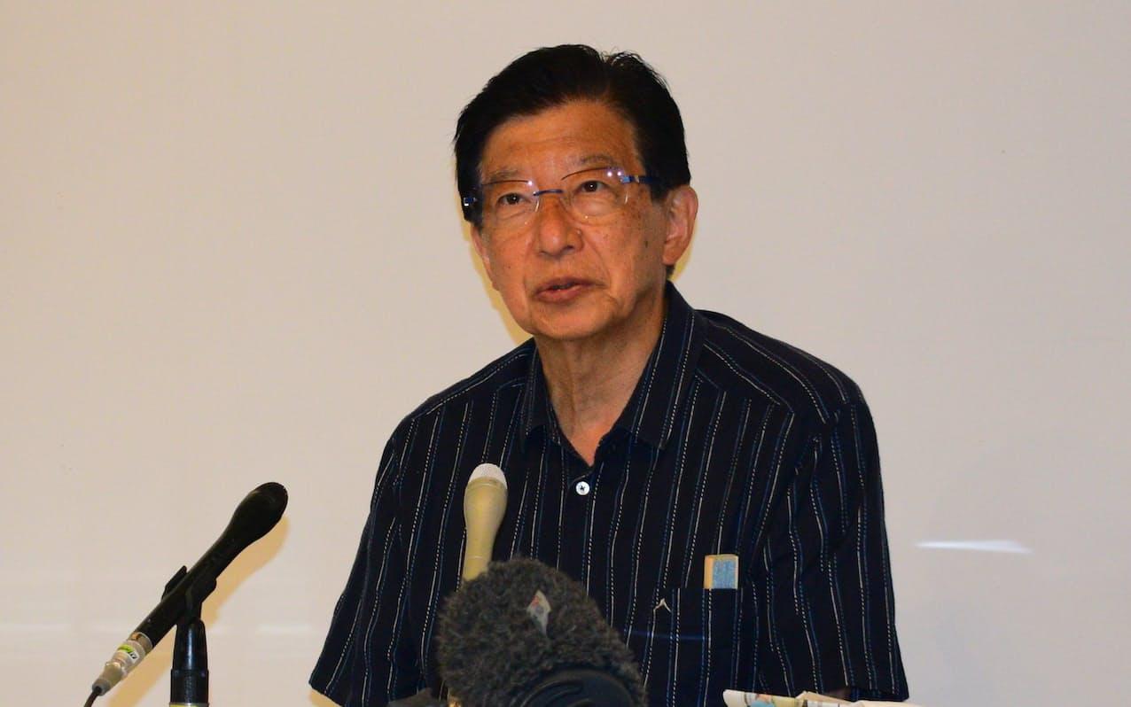 静岡県知事選の投開票日から一夜明けて記者会見する川勝平太氏(21日、静岡市内)