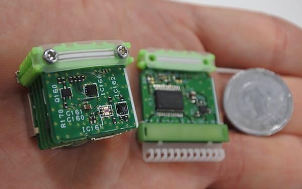 東大と東芝は、1円玉大の装置を組み合わせることでIoT機器を作製できるキットを開発している