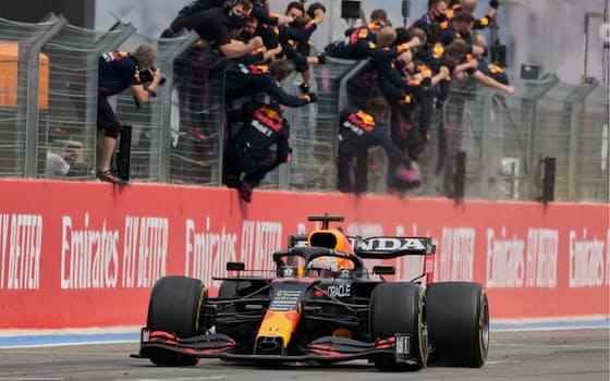 F1フランスGPでゴールするマックス・フェルスタッペン (20日)=AP