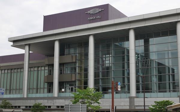 ストリートピアノが設置されるオーバード・ホール。富山駅の北口から出てすぐの場所にある