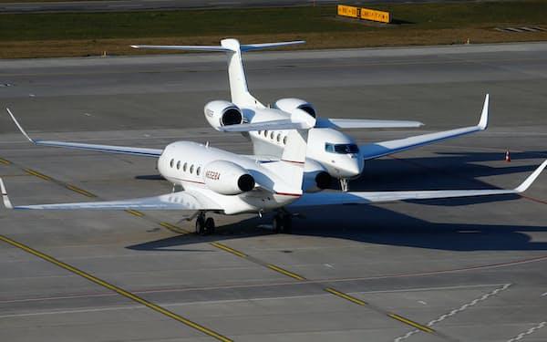 スイス・チューリヒ空港に駐機するガルフストリームG650型機=ロイター