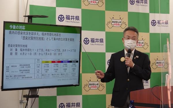 感染対策を説明する杉本達治知事(21日、福井県庁)