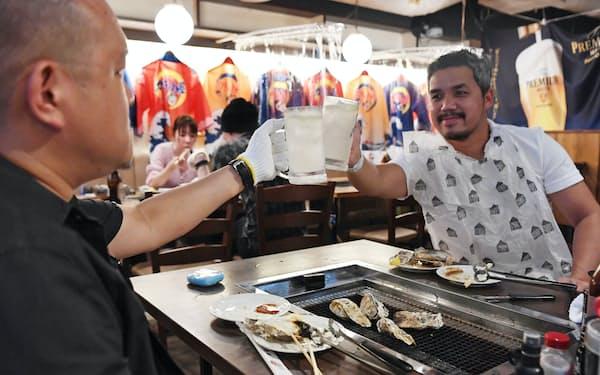 酒類の提供を再開した飲食店(21日午後、東京都千代田区)=野岡香里那撮影
