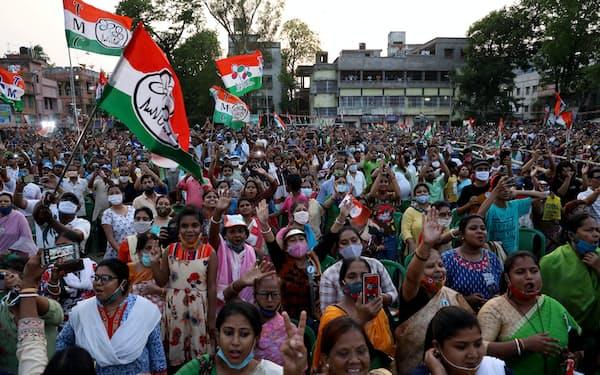 インドの「選挙民主主義」は強固だが、政府は報道やオンライン言論への統制を強めたがっている(西ベンガル州総選挙中の集会、4月7日、コルカタ)=ロイター