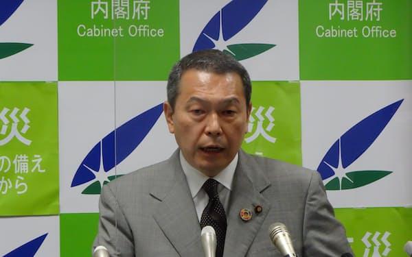 横浜市長選への立候補を表明した小此木国家公安委員長(22日、内閣府)
