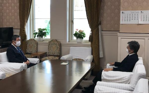 自民党の森山裕国対委員長と立憲民主党の安住淳国対委員長