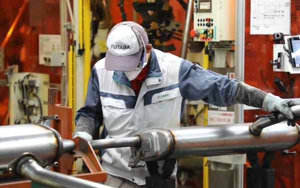 自動車部品各社も脱炭素化を急ぐ(フタバ産業幸田工場の自動車用マフラー製造ライン)