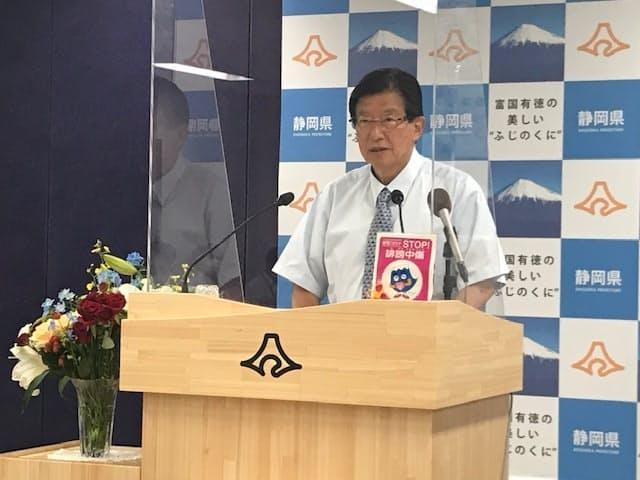 静岡県知事選後は初めてとなる県庁での記者会見に臨んだ川勝知事(22日)